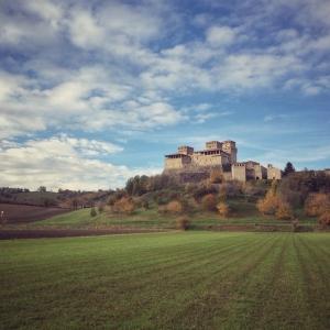 Bianca pellegrina e la Via di Linari - visita guidata al Castello di Torrechiara