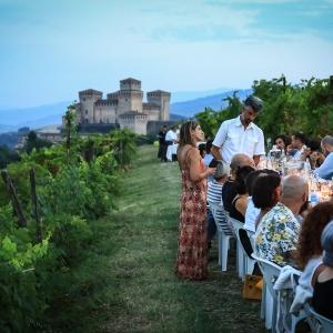 Cena in Questa Vigna 2021... con a capotavola il Castello di Torrechiara PR